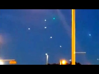 UFO News: Amazing UFO Display Filmed By 2 Groups Of Witnesses In Milwaukee. -UFO OVNI-