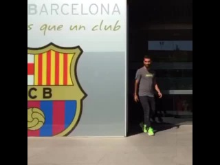 Arda Turan in front of FC Barcelona offices #fcblive