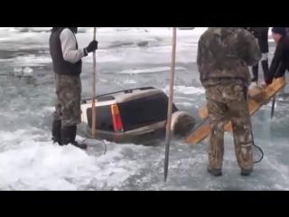 Что делать, если внедорожник утонул под лед