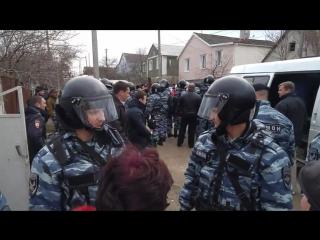 Татары в Крыму- Появилось видео задержания крымских татар российским ОМОНом