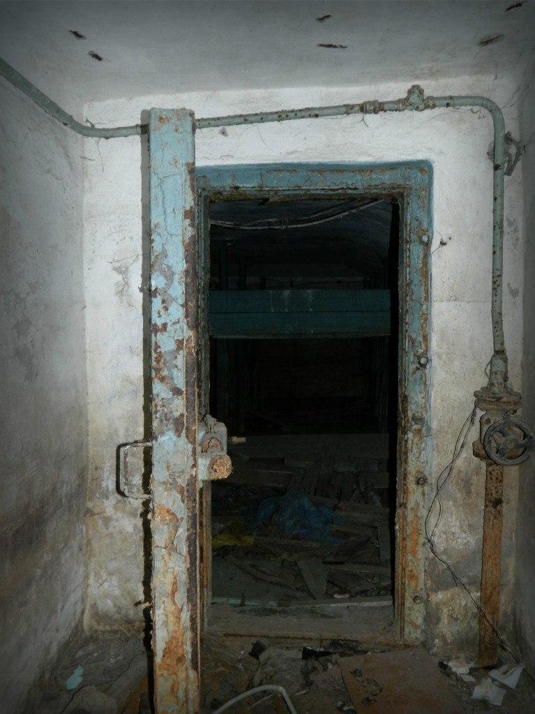 Вход в бомбоубежище