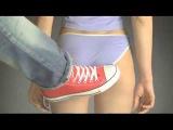 Сексуальный удар по женской попки с ноги  Замедленное действие! Прикол 2015! Секс,интим,порно,авария