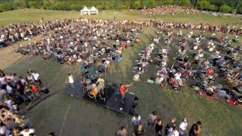 Learn to Fly - Foo Fighters Rockin'1000 Official Video