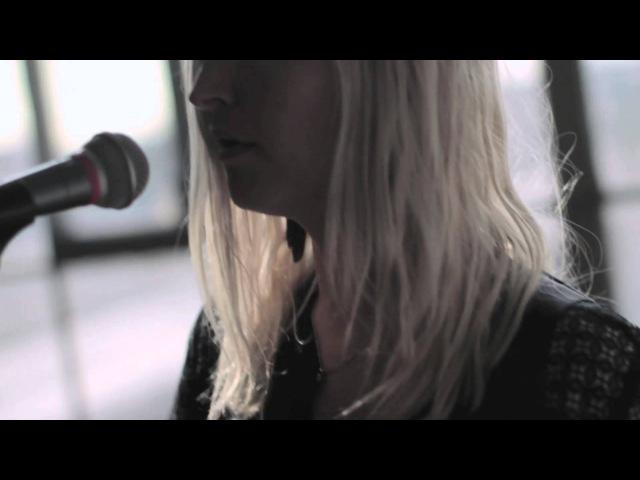 Warpaint - Love Is To Die (Live Studio Session)