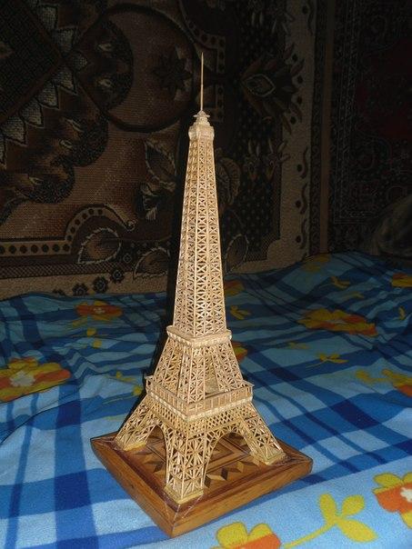 Эйфелева башня из зубочисток и