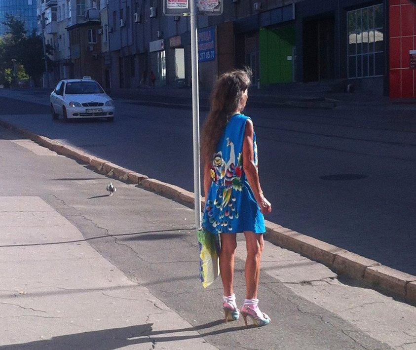 Бабушка весна ждет трамвая