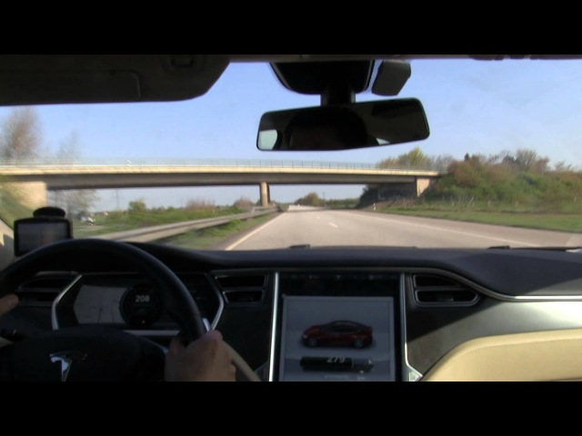 Tesla Model S P85 driving 200 km/h, 125 mph on German autobahn