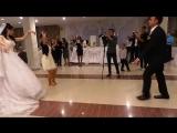 Девушка на свадьбе зажигает лезгинку(0)