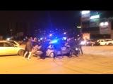 Ростовчане так суровы, что водят хороводы у полицейской машины