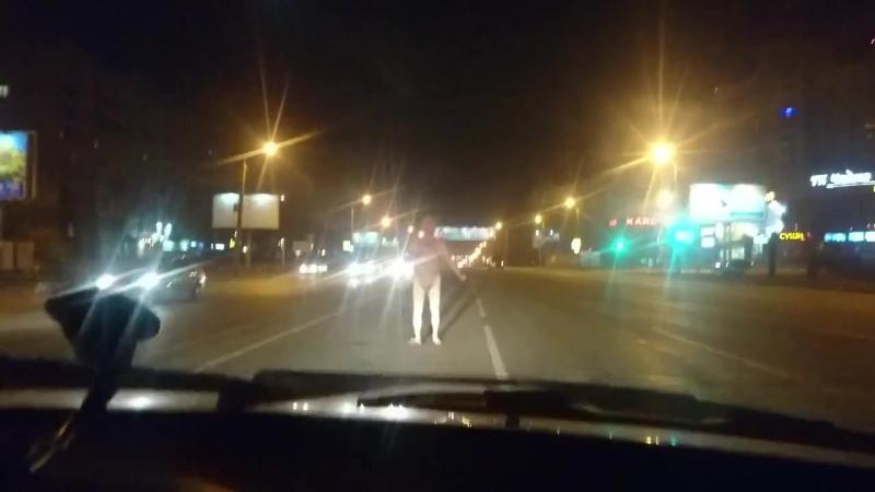 голый мужик в Челябинске (автор видео Руслан Мухарамов)