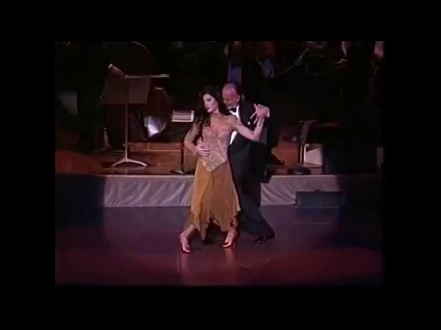 Танго - нарезка лучших кадров в истории танго. Смотрите, как танцуют звёзды танго.