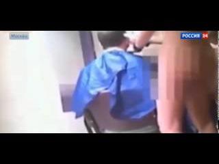 Голые парикмахерши стригли клиентов в центре Москвы 02 07 2015 новости недели