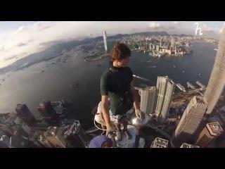 Руферы залезли на вышку в Hong Kong.