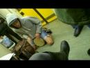 Едим после мюзикла в метро и тут заходит ЧУВАК и начинает играть на барабане очень круто!!!