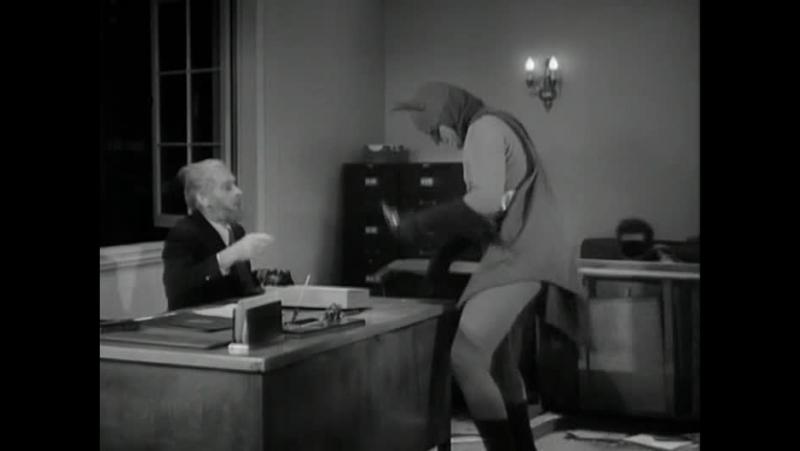 Сериал Бэтмен (Batman)1943 года - Бэтмен и Робин тролят деда
