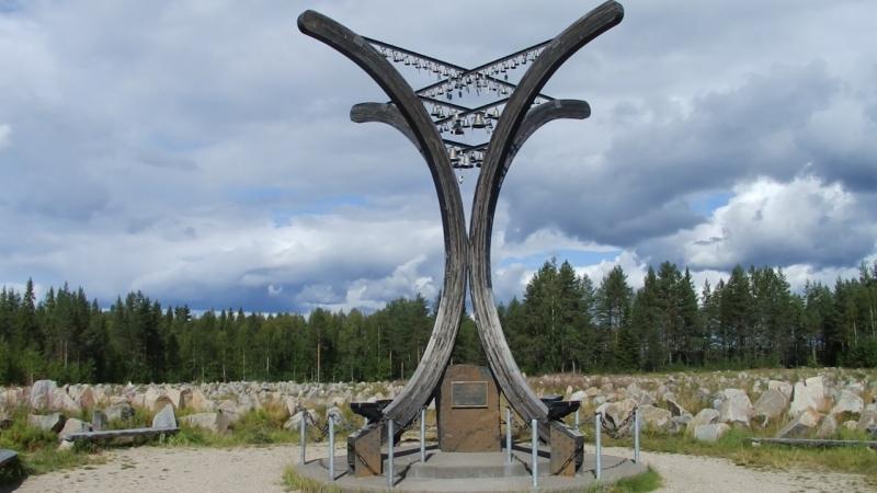 Suomussalmi -Talvisodan Muistomerkki. Памятник жертвам Зимней войны в Суомуссалми.