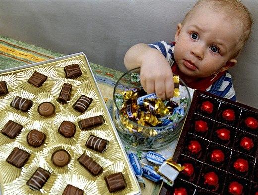 Что делать, когда бабушки постоянно угощают детей сладким Как объяснить,
