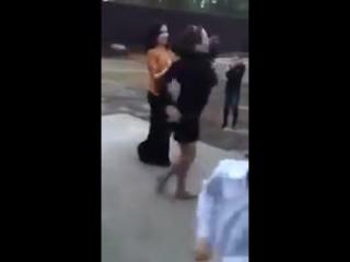 Чеченки танцуют