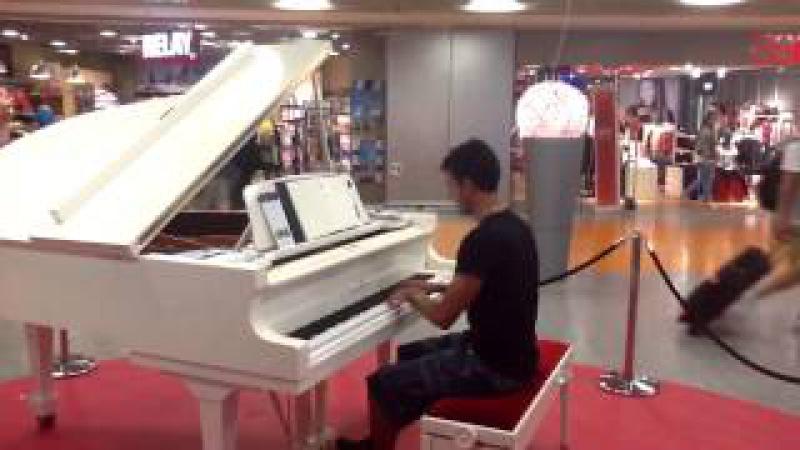 Frankfurt Airport - Bechstein Piano