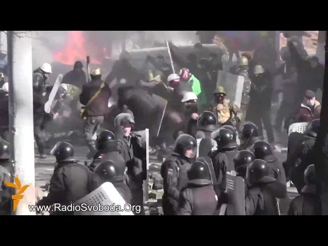Майдан, Киев. Пидарасов-беркутцев убивают :) Приятного просмотра :