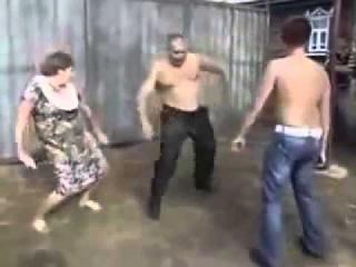 Прикольные деревенские танцы!  Смешное видео! Ржака!
