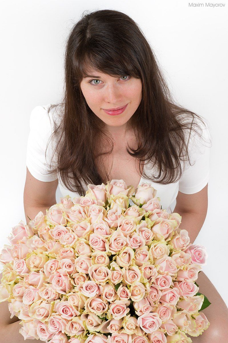 Фото позы с букетом цветов