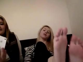 teenager girls candid big feet on web cam