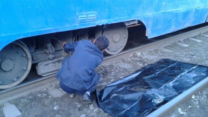 В Таганроге украинский беженец, убегая с украденной сумкой, погиб под колесами трамвая
