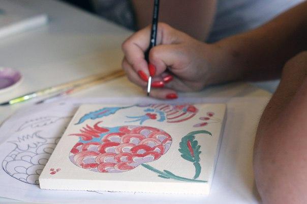 Расписываем керамику на «Неделе Востока»