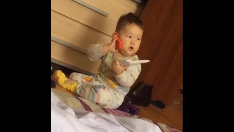 Сыночек мой Санжарик болтает по телефону 😊👏🏻😘👍🏻👌🏻