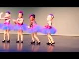 Прикольные Девочки - Ну очень смешно танцуют !!!