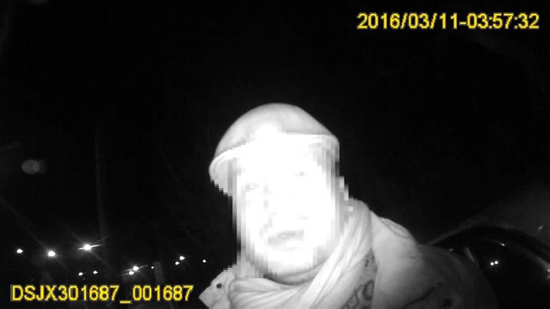 Львів Таксист заїхав на сходи і застряг як так сталося зрозуміти не міг