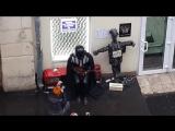 Дарт Вейдер играет на балалайке в Москве