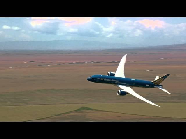 Boeing Vietnam Airlines 787-9 Dreamliner Vertical Takeoff Steep Turns 2015 Paris Air Show Prep