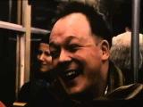 Удивительный фильм про человека, который за 10 минут сумел изменить состояние более 30 человек, едущих вместе в вагоне метро. Смотреть всем!