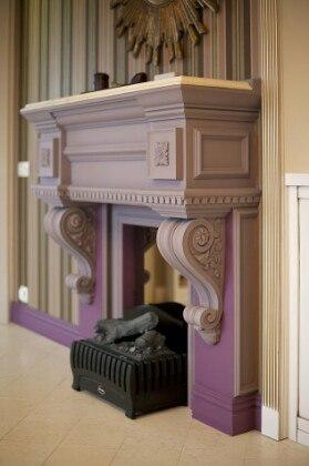 Фальш-камин в комнате в стиле прованс