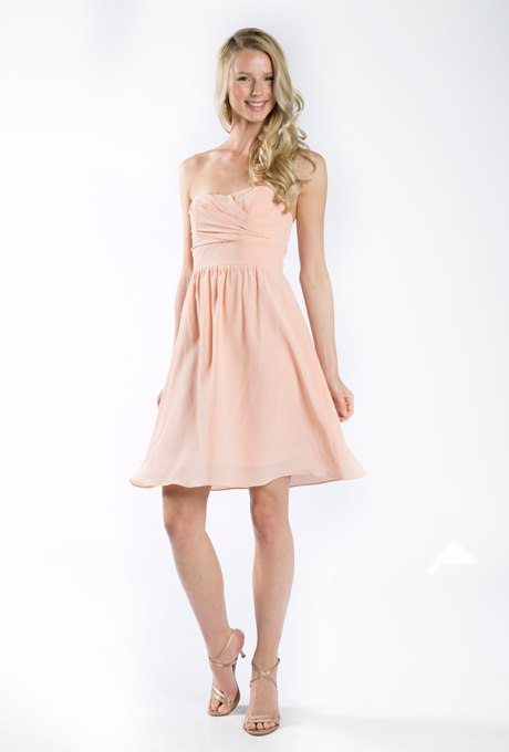 Актуальные в наступающем сезоне персиковые свадебные платья. Ведущий на праздник, организатор мероприятия +7(937)-727-25-75  и  +7(937)-555-20-20