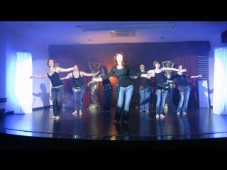 танец в джинсах