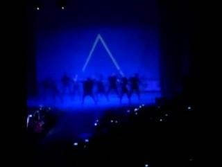Танцы,все на одной сцене