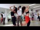 Танец просто кайф! Парень танцует с двумя девушками!