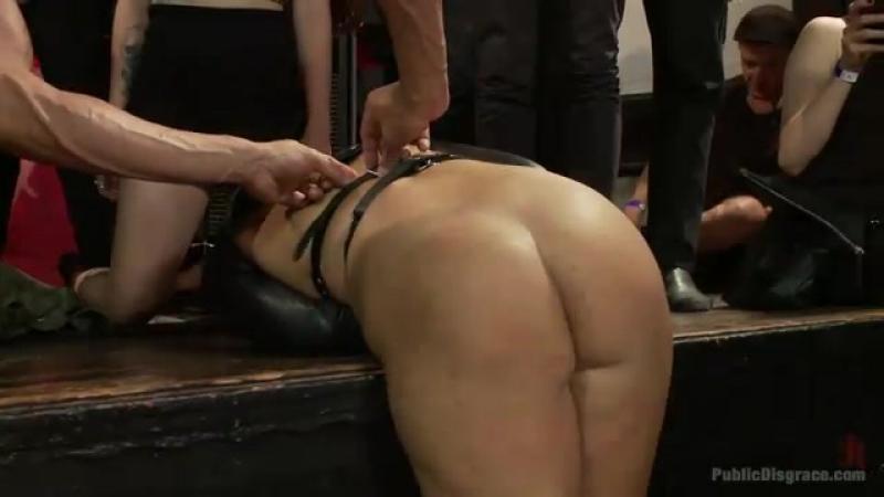 видео публичное унижение рабыни порно