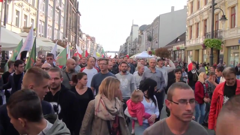 Anti-immigrant march in Łódź, Poland 12.09.2015 (English subtitles)