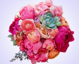 Цветы с доставкой красноярск парусная 12 свадебное платье шепот розы купить