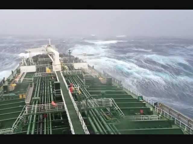 Шторм 12 баллов Hurricane Sandy tanker in big storm