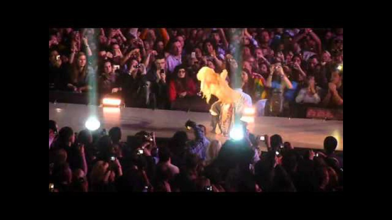 Ojos Asi (Eyes Like Yours) - Shakira Live at 02 Arena London 20/12/2010