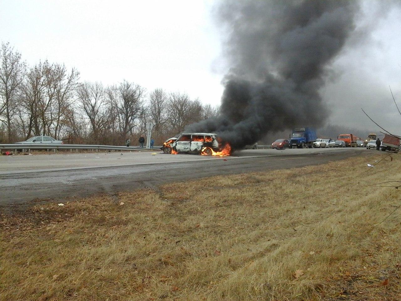 На донской трассе в результате ДТП полностью сгорела «Нива»