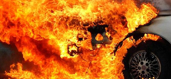 В городе Таганроге на Простоквашино полностью сгорел «Вольво»