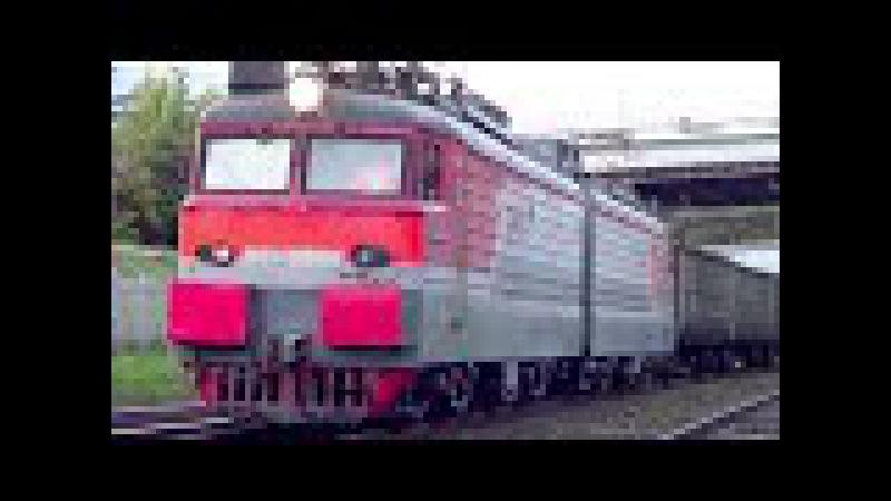 Приветливый ВЛ11-696 с грузовым поездом:-)