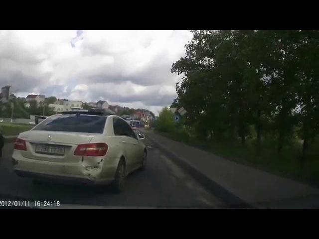 Водитель, сбивший курсанта в Воронеже, устроил разборки на дороге