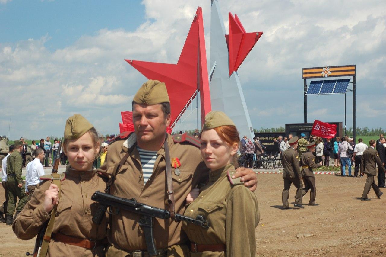 Памятник героям-гвардейцам Миус-фронта открыт